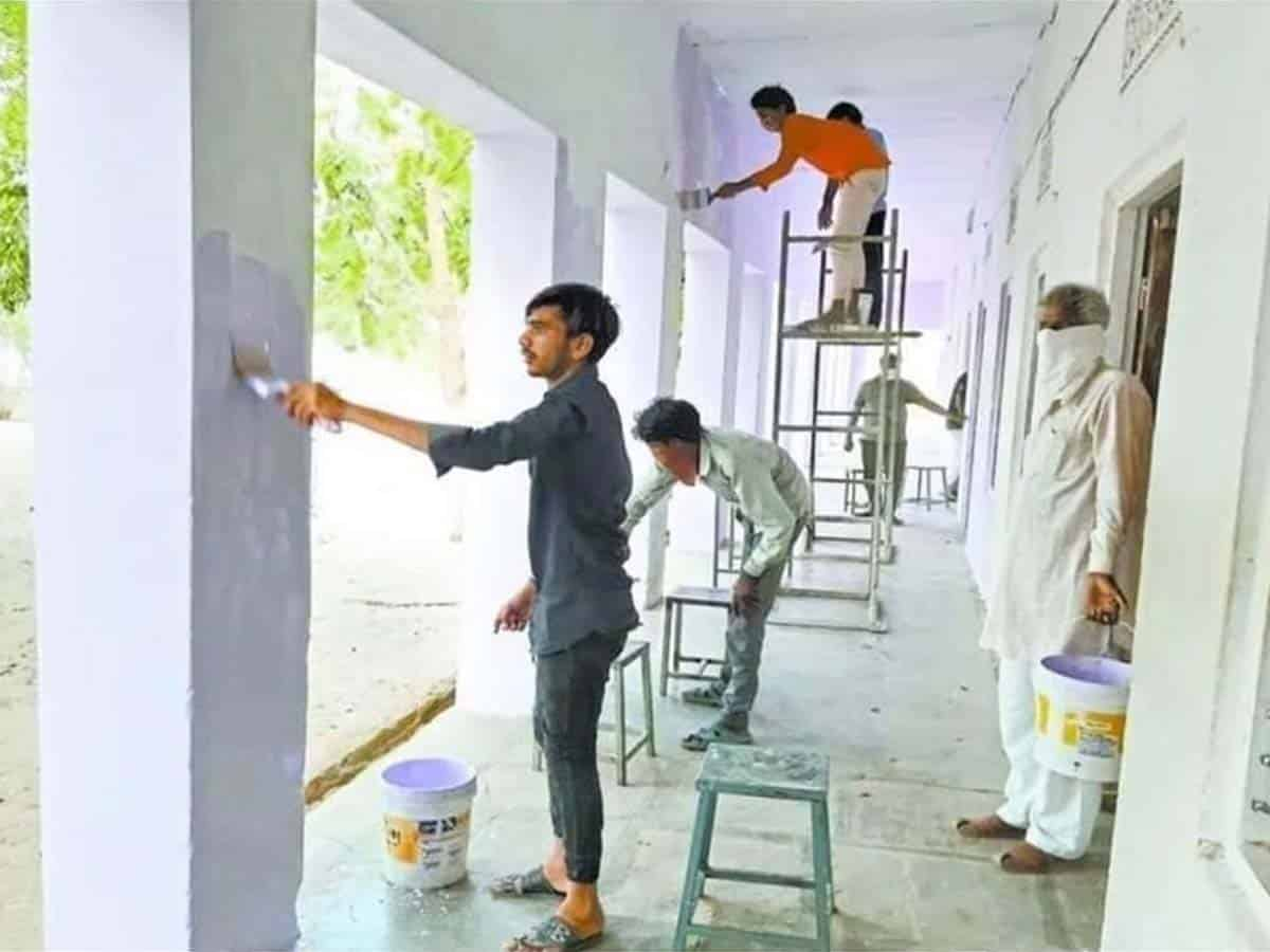 Quarantined migrant workers give makeover to schools in Sikar