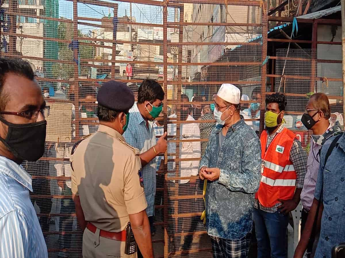 Residents of Old Malakpet living in COVID-19 Containment Zones requesting authorities to remove barricades for essential items. Photo: Mohammed Hussain