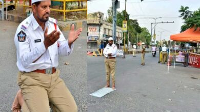 Photo of Ramadan: On-duty cop offers namaz on deserted street of Guntur
