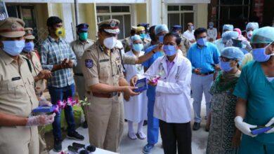 Photo of World Health Day: Hyderabad Police felicitates health care staff