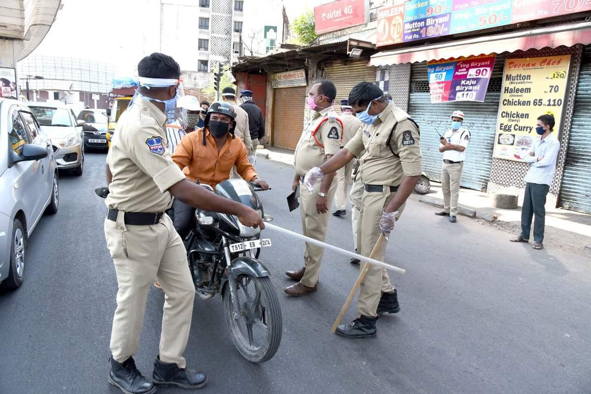 Hyderabad Police takes action against violators defying lockdown