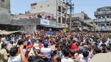 Photo of Migrants clash with cops in Surat, over 100 detained