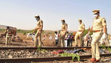 Photo of 14 migrant workers crushed to death by goods train in Maha