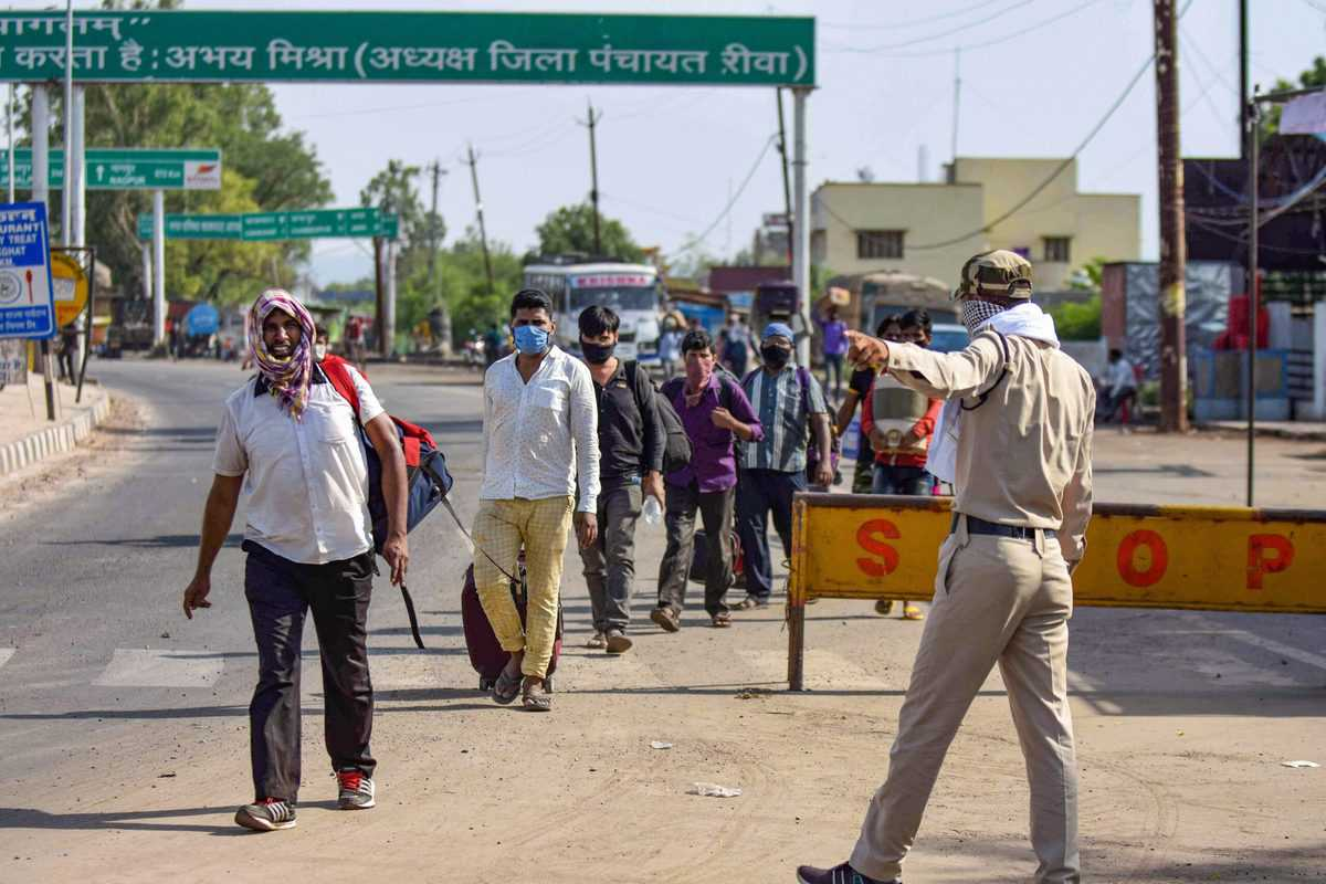 Migrant workers break through the barricades in UP