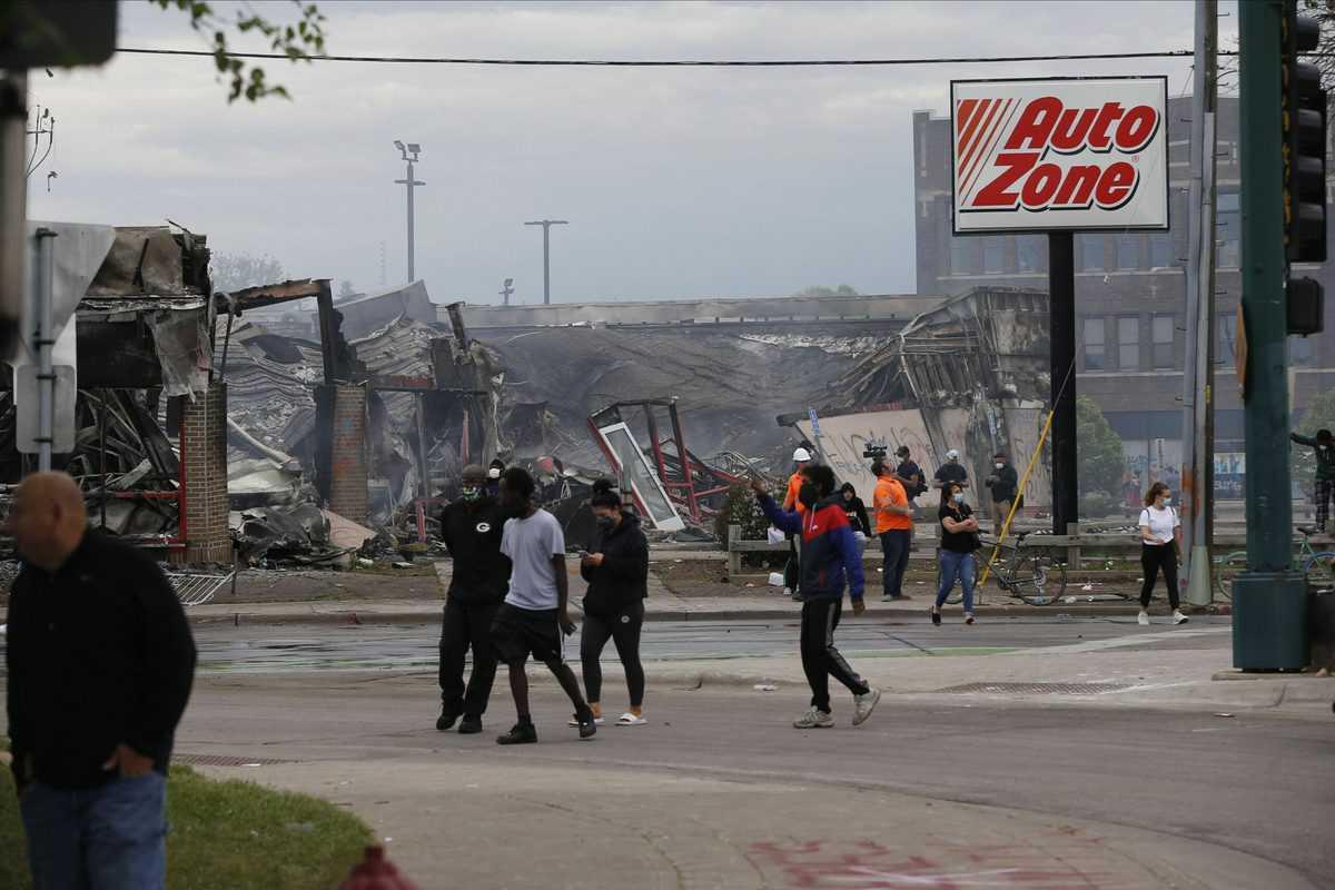 अश्वेत की मौत के बाद अमेरिका के कई शहरों में हिंसक प्रदर्शन जारी 3