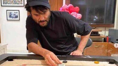 Photo of Lockdown diaries: Anil Kapoor and wife hone carrom skills
