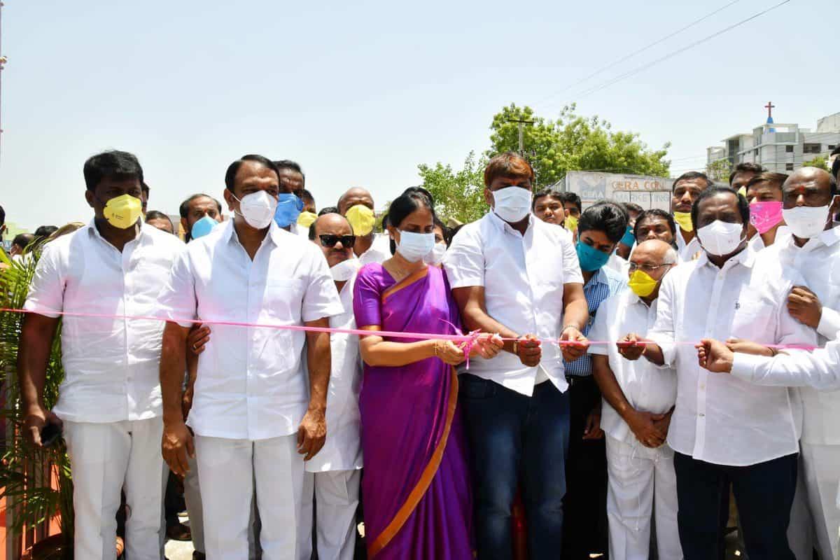 Sabita Indra Reddy inaugurates LB Nagar flyover