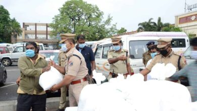 Photo of Hyderabad: RPF distributes ration kits to auto-rickshaw drivers