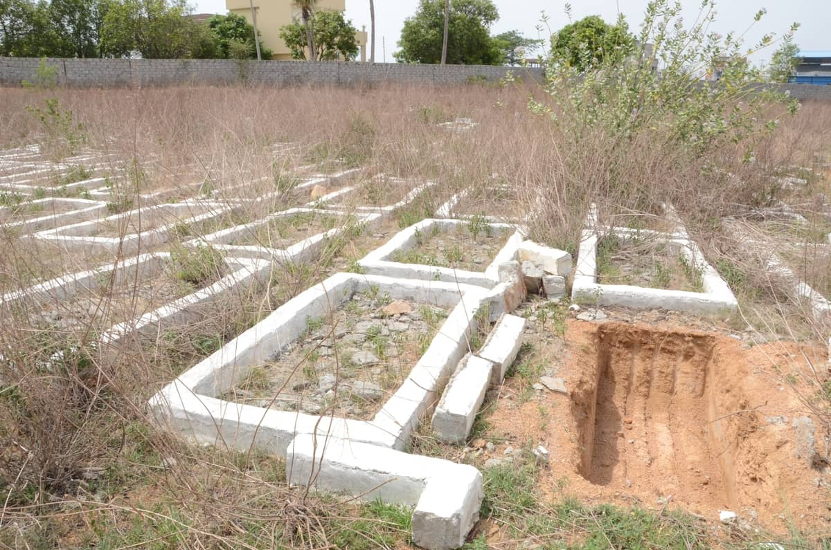 A section of a 50-acre of Wakf Land under Dargah Faqeer Mullah in Balapur designated for COVID-19 burials. Photo: Mohammed Hussain