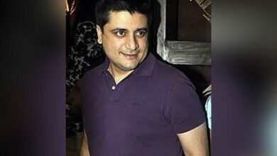 Photo of Put film production on hold after Sonali's illness: Goldie Behl