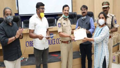 Photo of Samaritans from Youngistan foundation felicitated by VC Sajjanar