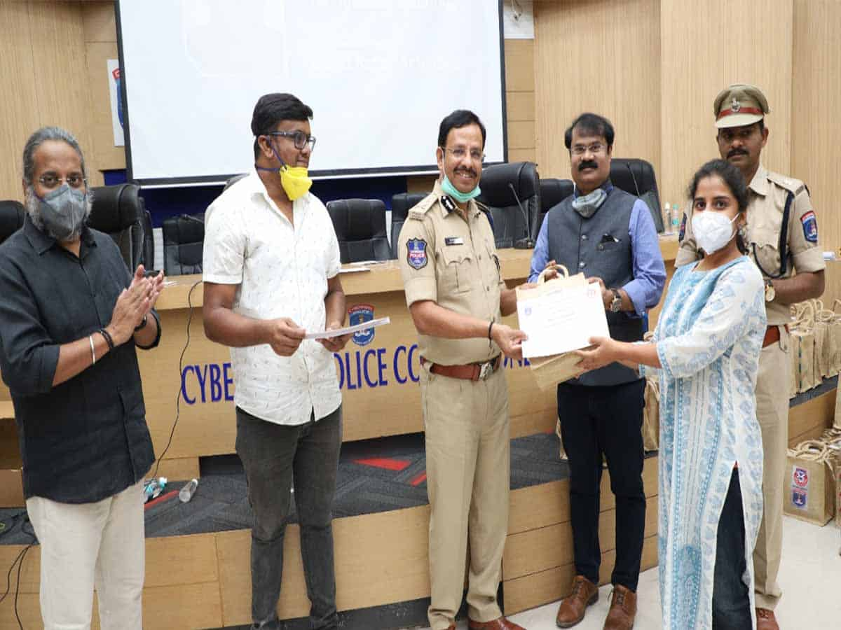 Samaritans from Youngistan foundation felicitated by VC Sajjanar