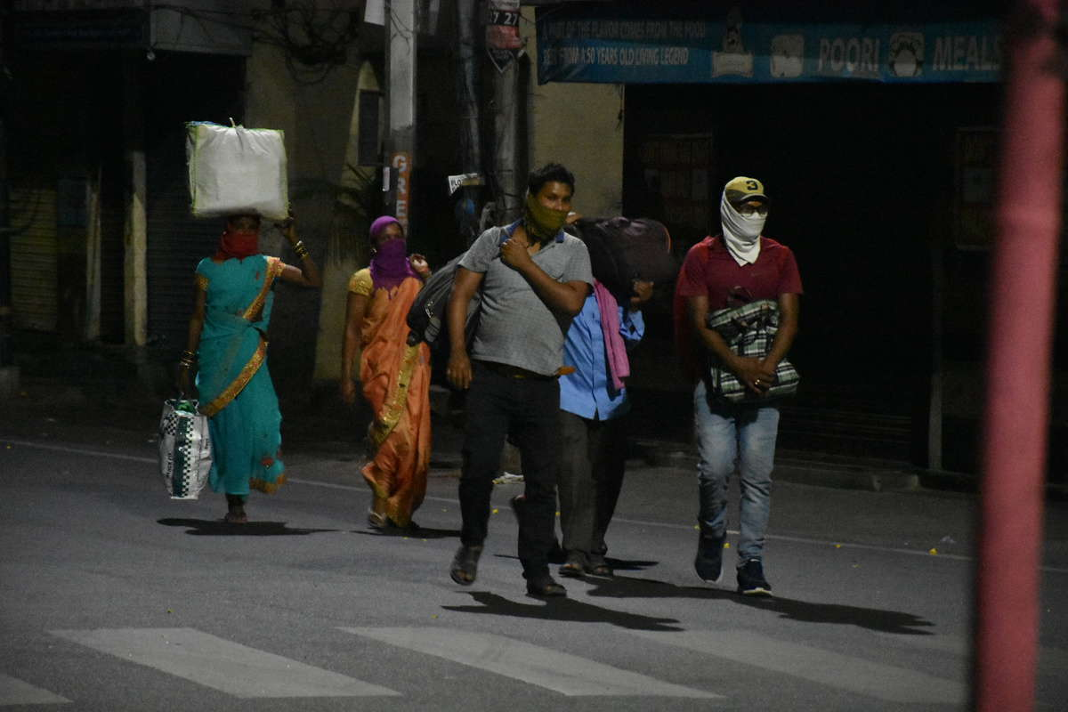 Hyderabad: Migrant workers walking for miles to reach home in Chattisgarh Photo: Mohammed Hussain