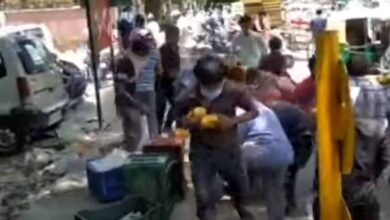 Photo of Unruly crowd loot mangoes worth Rs 30,000, video goes viral