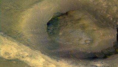 Photo of Lava-like mud flows on Mars