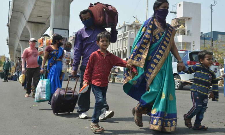 Migrants from Hyderabad walking towards Secunderabad railway station to board special trains to reach their homes in other states. Photo: Mohammed Hussain
