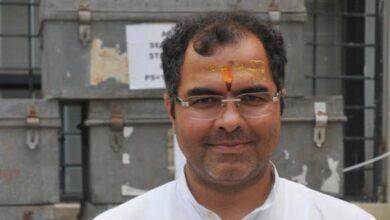 Photo of BJP MP tweets old video of Muslims offering namaz