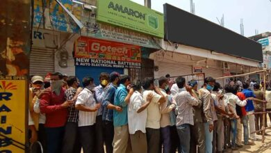Photo of Sale of liquor leads to chaos as tipplers throng shops