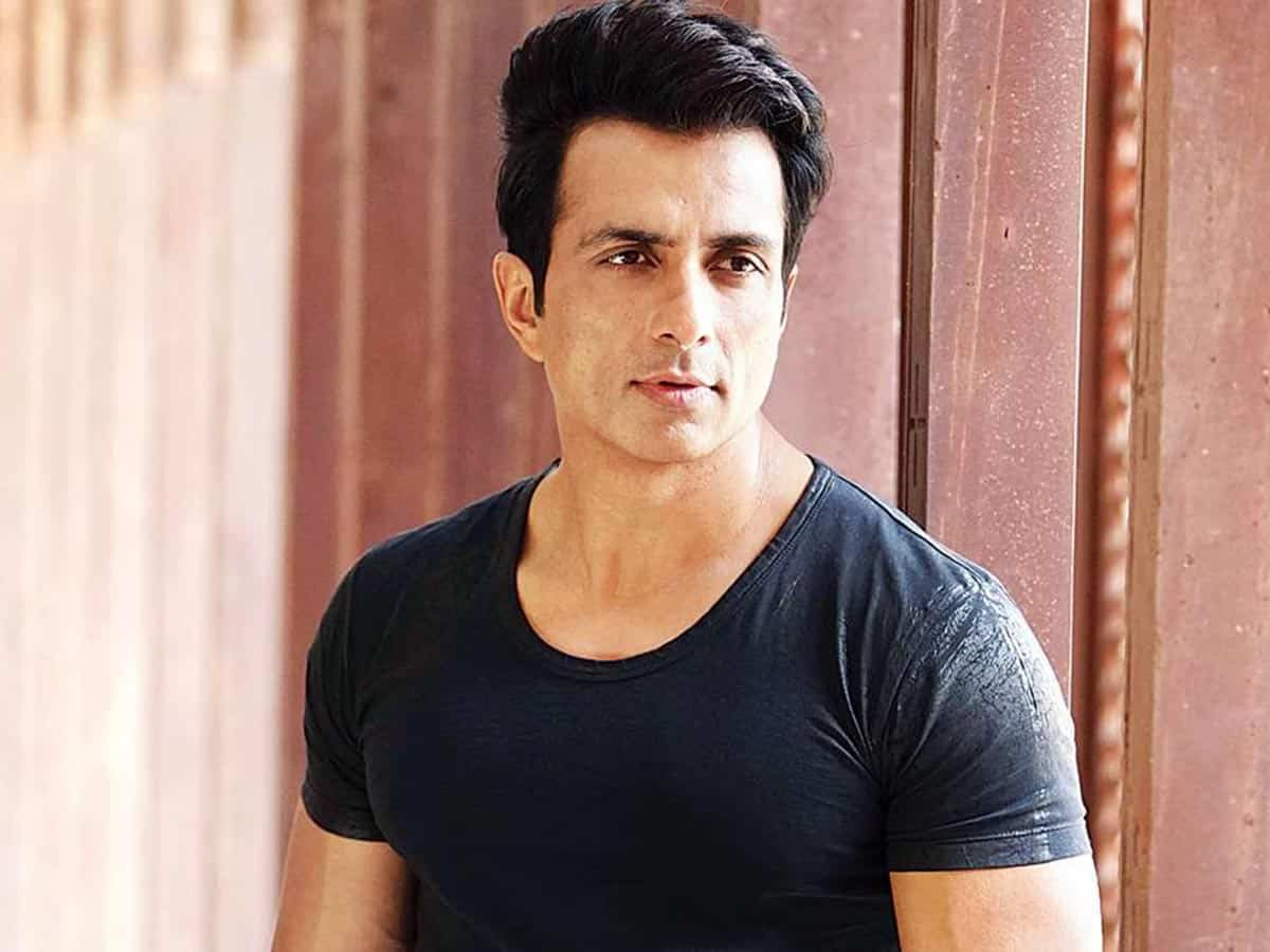 Sonu Sood arranges bus transport for migrant workers