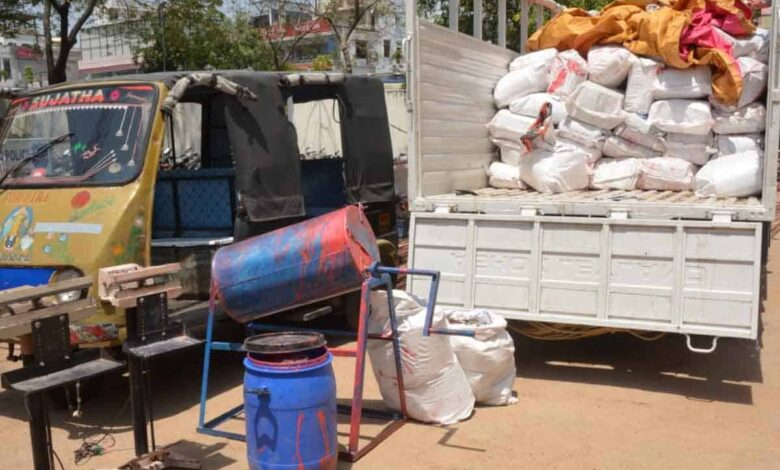 Four spuriAous cotton seed sellers held police seize Rs 50 Lac