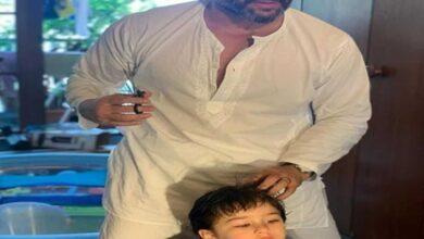 Photo of Saif Ali Khan turns hairstylist for son Taimur