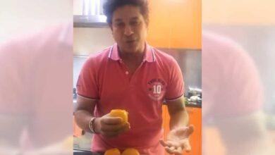 Photo of Tendulkar makes mango kulfi on his 25th marriage anniversary