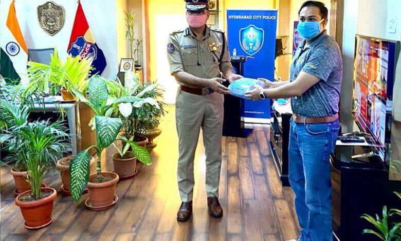 Synchrony's donates 15k face masks to Telangana State Police
