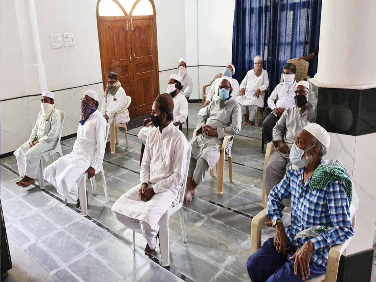 HHF pays salaries to 200 Imams and Muezzins of Hyderabad