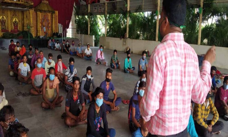To spread awareness among migrants, police gives counseling