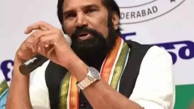 Photo of Cong leader Uttam criticizes KCR for neglecting problems of farmers
