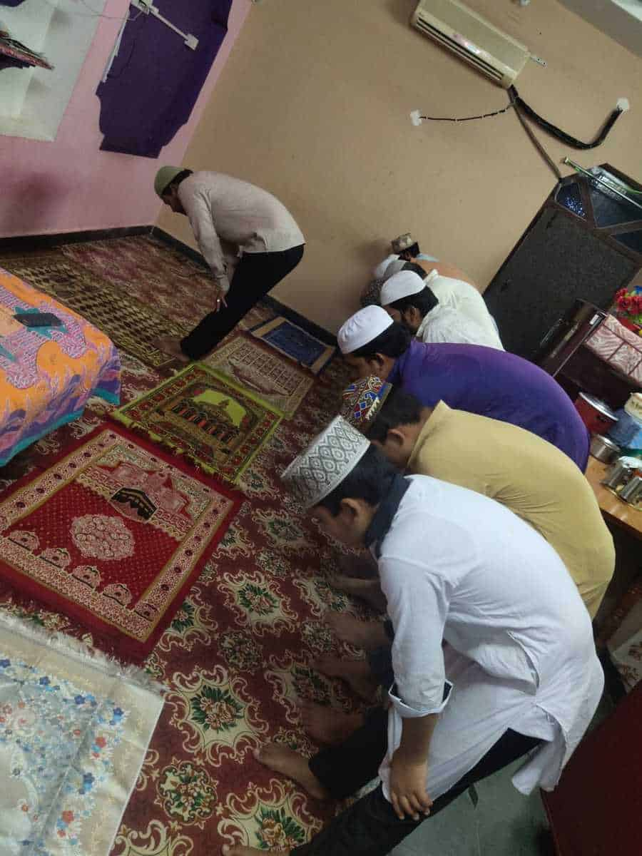 Jama-tul-Vida witnessed Muslims offering prayers at their homes