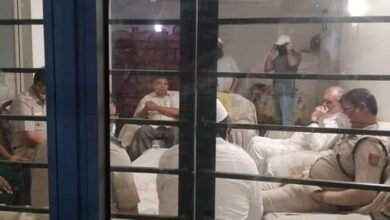 Photo of Delhi Police raid at Zafarul Islam's house moments before Iftar