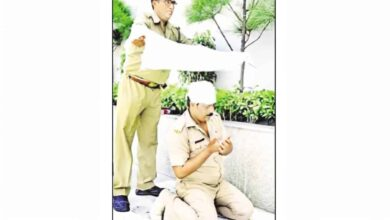 Photo of Hindu friend offers shade, as Muslim cop offers namaz