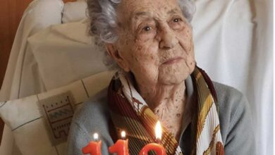 Photo of 113-yr-old Maria becomes oldest coronavirus survivor