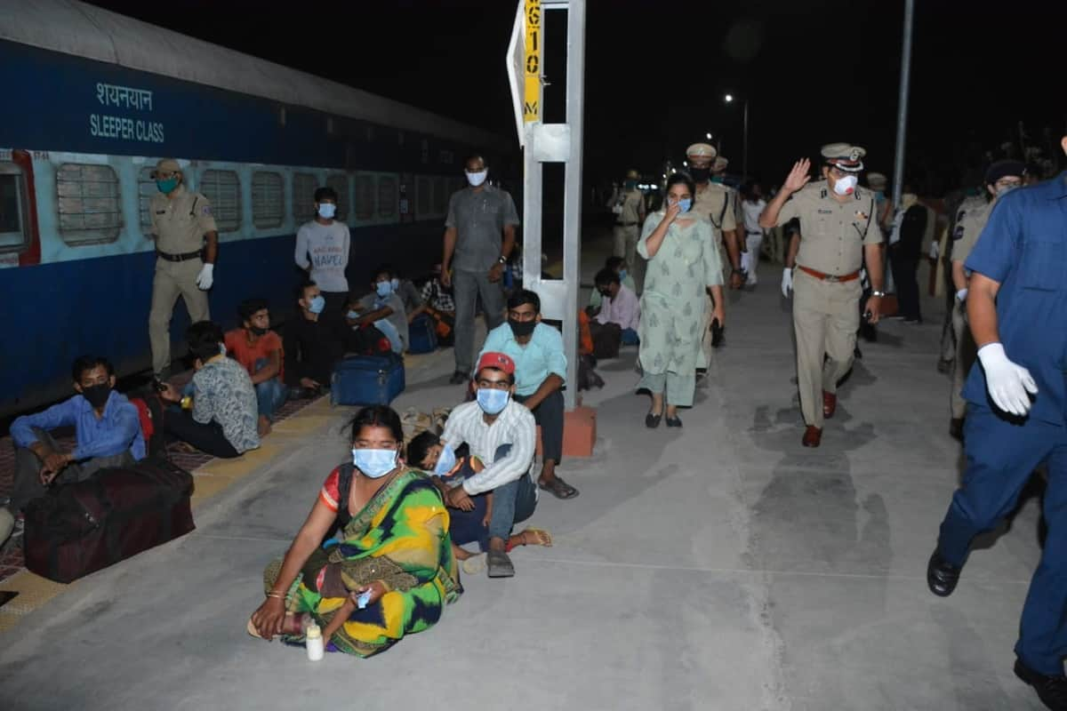 6 special trains leaves Hyderabad with workers to various states