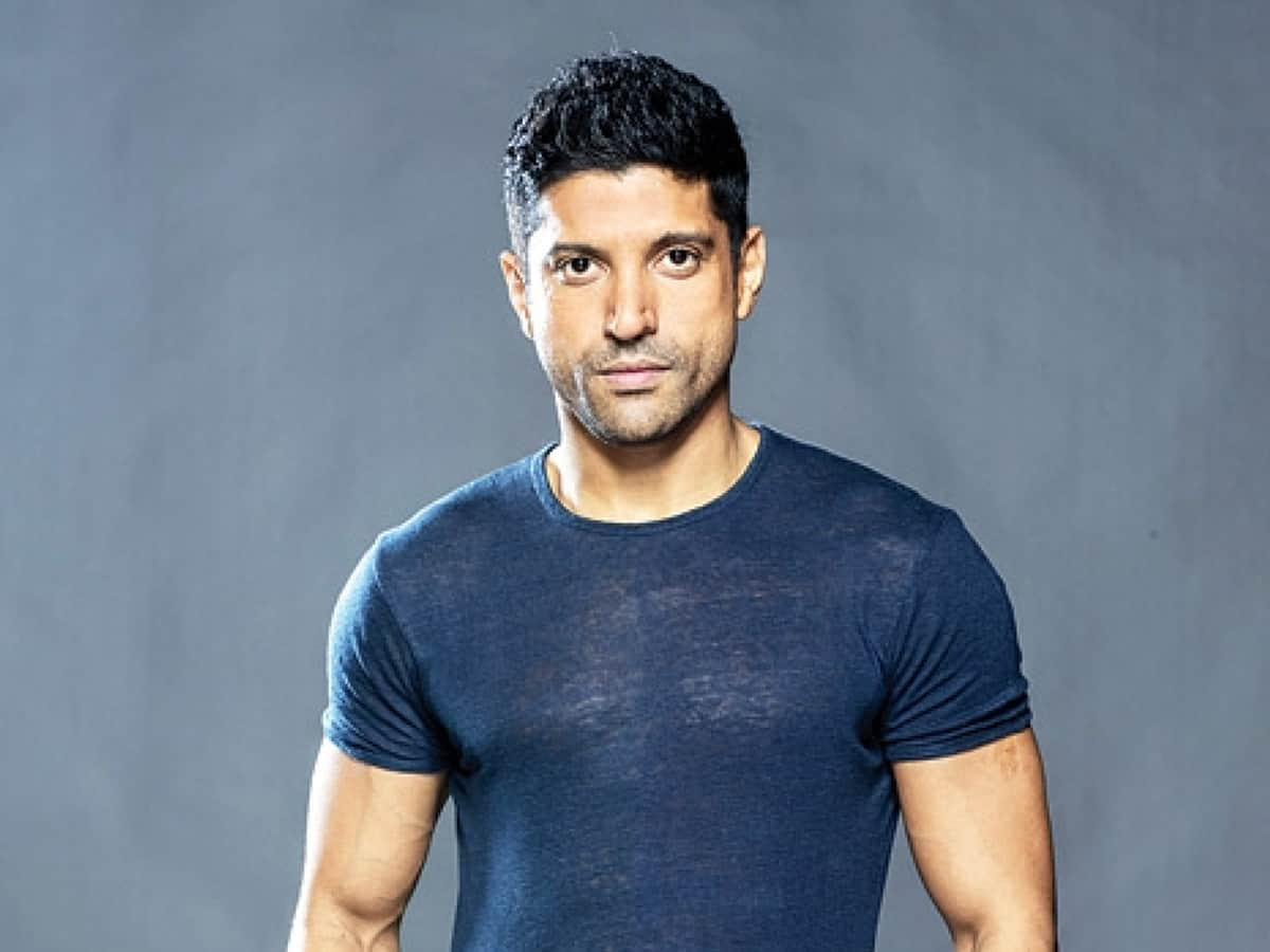 Farhan Akhtar sends consignment of PPE kits to hospital