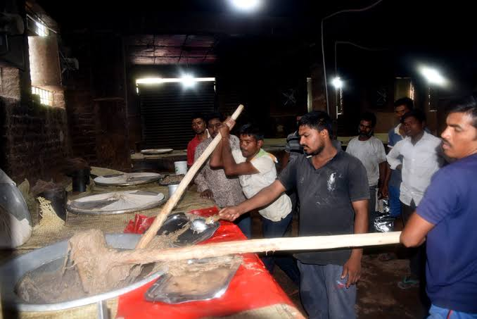 Lockdown spells trouble for Haleem enterprise during Ramadan