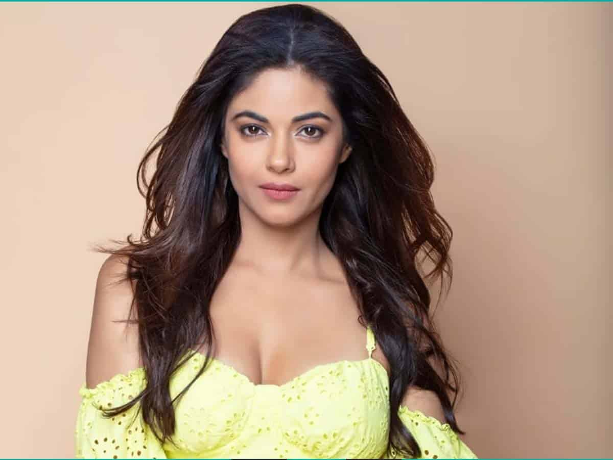 Priyanka Chopra's cousin Meera's father robbed at knifepoint