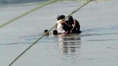 Photo of 3000 Migrants used tyre tubes to cross Yamuna and enter UP