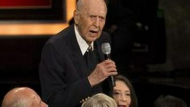 Photo of Comedy legend Carl Reiner dies at 98