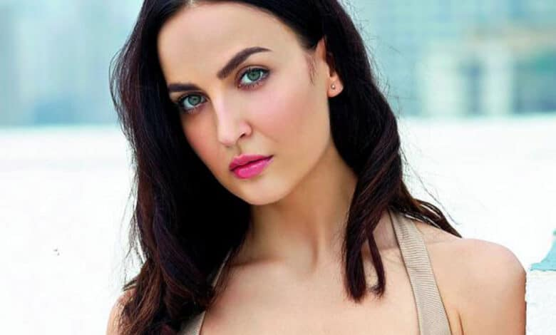 Elli AvrRam comes up with new dance form in hilarious new post
