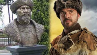 Photo of 'Ertugrul' bust triggers controversy; removed