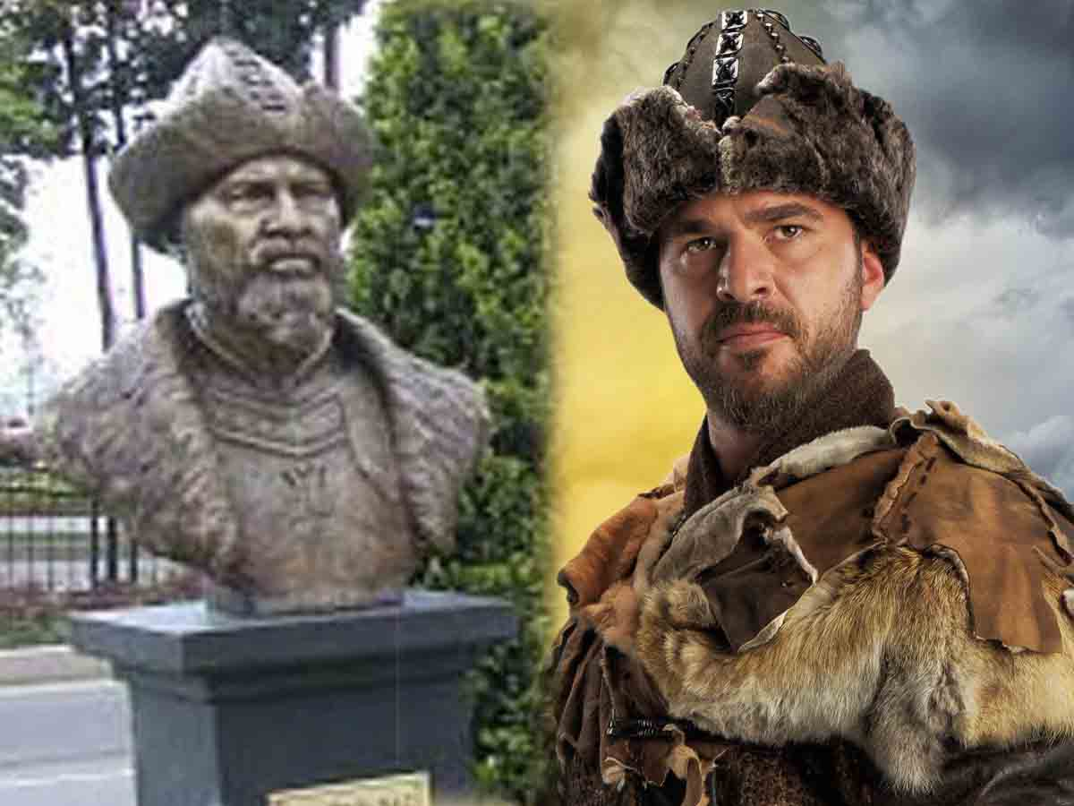 Historical figure's bust removed after resemblance to an actor