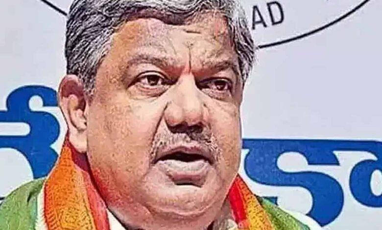 Congress asks CM KCR, Etala to stop politicising pandemic