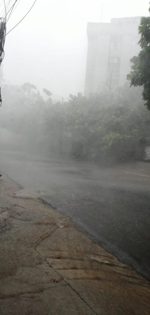 हैदराबाद में हुई जमकर बारिश, सड़कों पर हुआ जलभराव 2