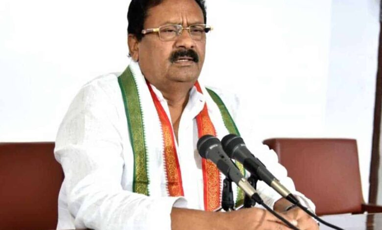Congress tells CM KCR to prioritise saving people's lives