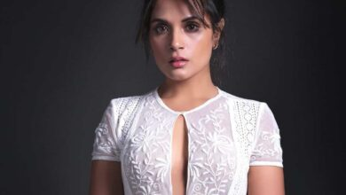 Photo of Richa Chadha questions non-payment of salary to Delhi doctors