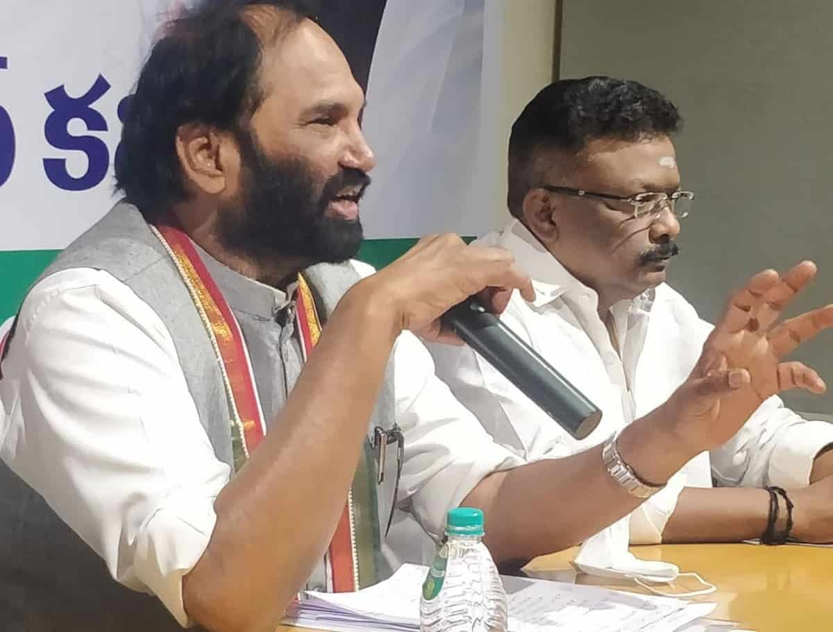 TRS ministers emulating CM KCR in bogus propaganda: Uttam