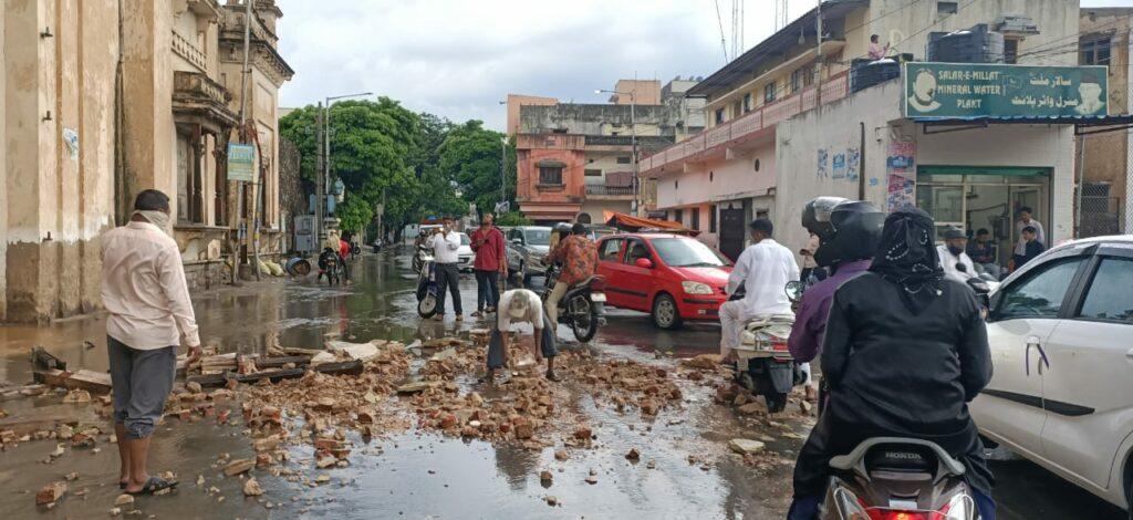 Heavy rainfall destroys Chowmahalla Palace window
