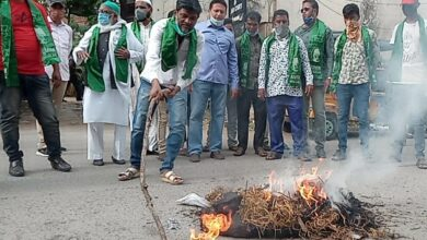 Photo of Effigies of TS CM, HM burnt over demolition of mosque in secretariat